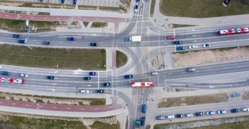 Susisiekimo ministerija užsimojo keisti svarbias taisykles: vairavimo mokytojai pakraupę, policija gūžčioja pečiais