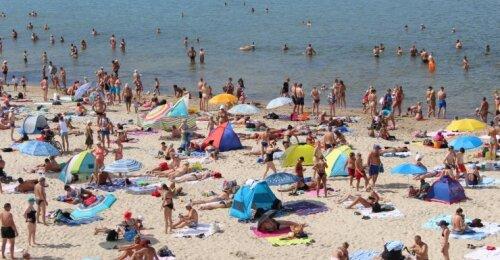 Gydytojas įspėja susiruošusius į pajūrį: paplūdimy be kaukės būti saugu, jei vienas nuo kito esame 5–10 metrų atstumu