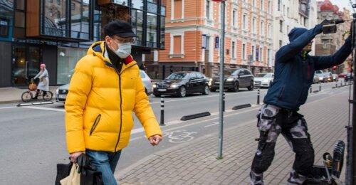Latvijoje įvedamas karantinas, planuojama įvesti komendanto valandą