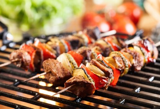 Grilio sezonas: patarimai, kaip marinuoti ir kiek kepti mėsą, žuvį, vištieną