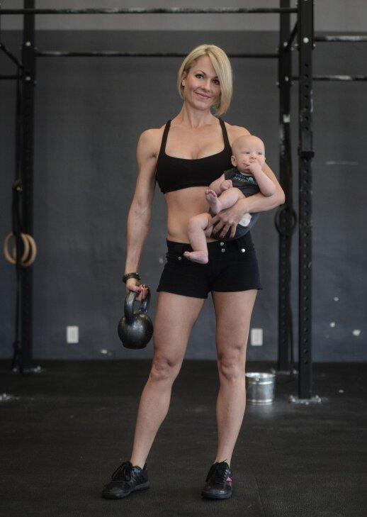 """Fitneso trenerė: po gimdymo reikia atrodyti štai taip! <span style=""""color: #ff0000;""""><sup>FOTO</sup></span>"""