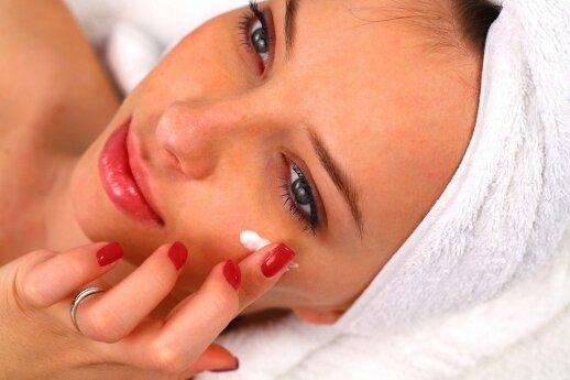 Dermatologė atskleidė, kodėl kremai su kolagenu nepadeda atsikratyti raukšlių