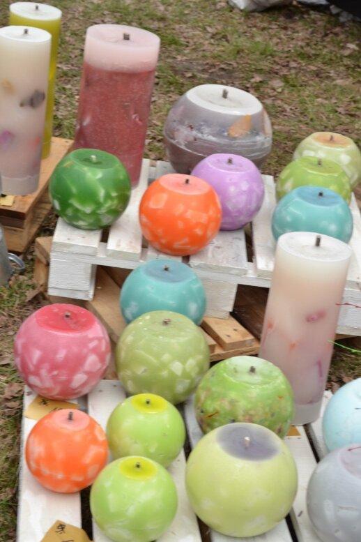 Itin masyviomis sodo žvakėmis galima ne tik apšviesti pavėsinę,