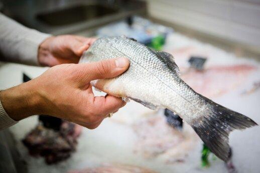 Žingsnis po žingsnio parodė, kaip išskrosti žuvį