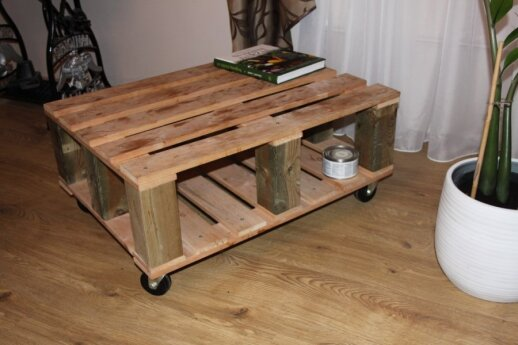 <strong>Skaitytojo patirtis:</strong> kaip už 60 eurų iš palečių susimeistrauti staliuką ir kėdę