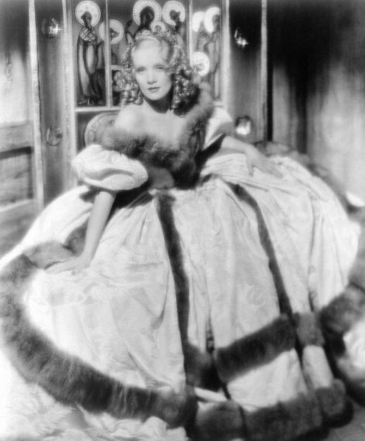 Marlene Diethrich vaidina Imperatorienę Jekaterina I