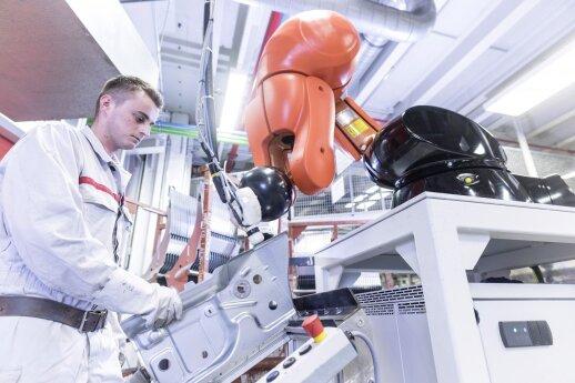 Neišnaudoti resursai Lietuvoje: užuot konstravę robotus, taiso šaldytuvus
