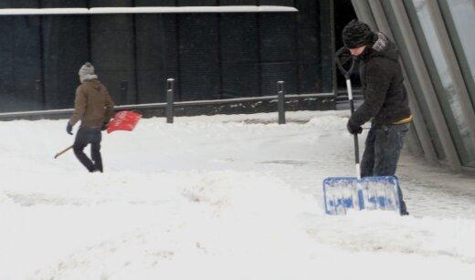 Seniūnijos tikrai turi darbų, kuriuos galėtų pasiūlyti brakonieriams. Pavyzdžiui, žiemą jie galėtų kasti sniegą
