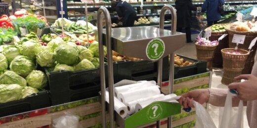 Iš parduotuvių parsinešami maišeliai tampa atliekomis