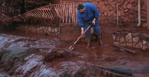 ES išsiuntė ekspertus į Vengriją, besirengiančią antram toksiško dumblo išsiliejimui
