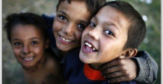 EP reikalauja sustabdyti romų išsiuntimą ir pažymi, kad jie kenčia nuo sisteminės diskriminacijos