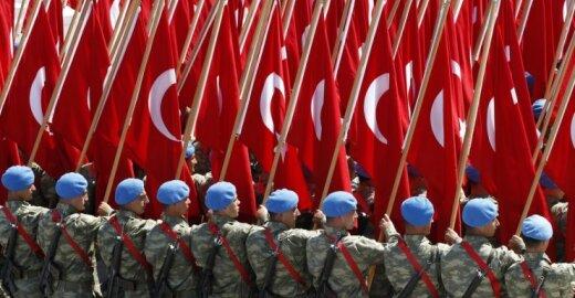 Bloga žinia Turkijai: F. Hollande'as nenusiteikęs deryboms