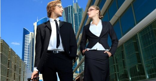 Lyginant su vyrais, moterims tenka dirbti 2 mėnesius nemokamai