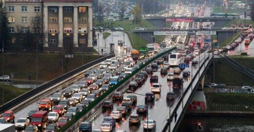 EP įpareigojo gaminti švaresnius automobilius