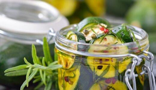 Skaniau už marinuotus agurkėlius: marinuotos cukinijos