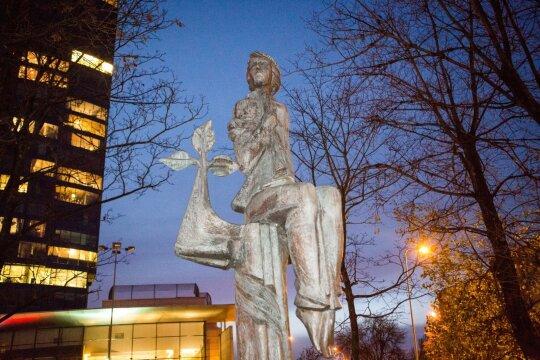 Skulptūra Lakštingala