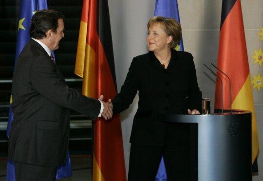 Angela Merkel, Gerhardas Schroederis