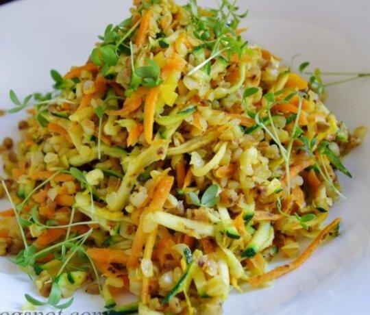 Grikių salotos su cukinija ir morkomis