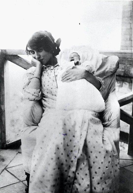 Rebeka su dukra / Vinco Krėvės-Mickevičiaus memorialinio muziejaus nuotr.