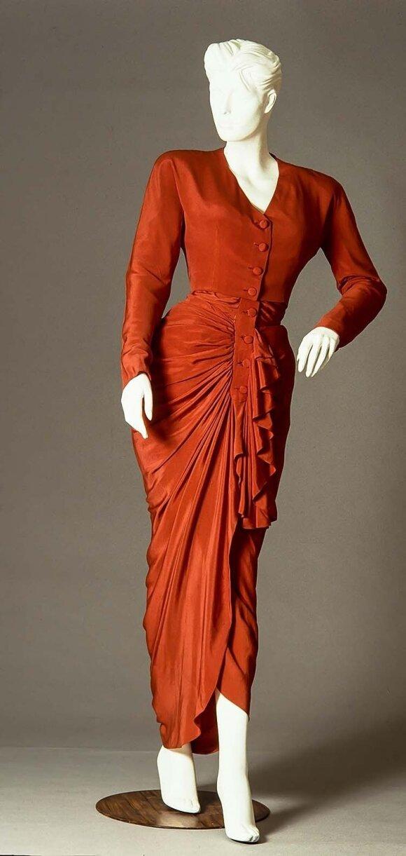 C. Balenciagos kurtos suknelės jas dėvinčias moteris paversdavo karalienėmis.