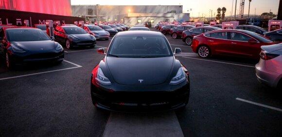"""""""Tesla"""" nesugebėjo įvykdyti užsibrėžto """"Model 3"""" gamybos tikslo"""