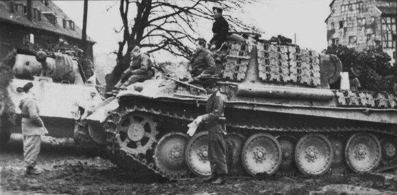 """Divizijos """"Großdeutschland"""" tankai """"Pantera"""" Mėmelyje (Klaipėdoje)."""