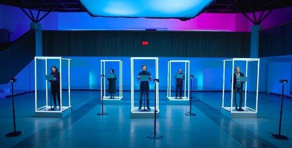"""Šį eksperimentą atliko mobiliojo ryšio operatorius """"Tele2"""" kartu su inžinerinės informatikos mokslų daktare Egle Radvile, kuri sukūrė specialų algoritmą, gebantį atpažinti emocijas ir įvertinti, kaip greitas internetas prisideda prie žmogaus laimės pojūčio."""