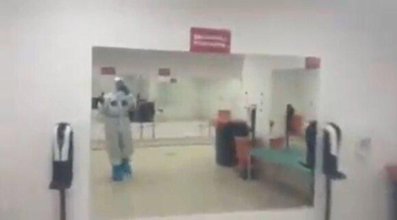 Kadras iš vaizdo įrašo, daryto Varšuvos Nacionaliniame stadione įrengtos ligoninės