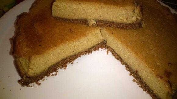 Burnoje tirpstantis sūrio pyragas su moliūgu
