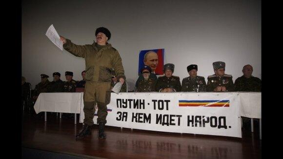 """Kremliaus įtūžis dėl Baltijos šalių: botagais mojuojantys kazokai reikalauja """"susigrąžinti Pribaltiką"""""""