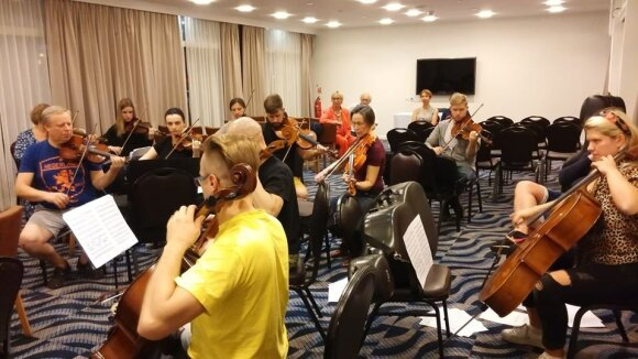 Šv. Kristoforo kamerinis orkestras rengia koncertą viešbutyje - Lietuvos ambasados Izraelyje nuotr.