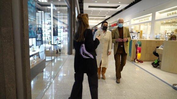 Duris atvėrė didžiųjų prekybos centrų parduotuvės: prie kai kurių pirkėjai lūkuriavo nuo pat ryto