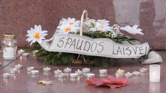 """Собравшиеся у здания парламента Литвы """"простились"""" со свободой СМИ"""
