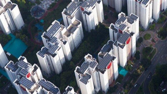 """""""Sunseap"""", """"Apple"""" švarios energijos tiekėjas, kuris valdo 32 MW galios saulės jėgaines ant daugiau nei 800 stogų Singapūre"""