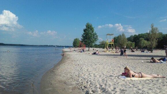 Dnipro upės paplūdimiai saloje
