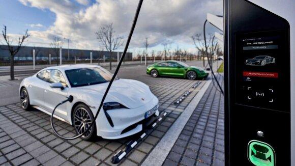 Porsche elektromobilių įkrovos stotelės