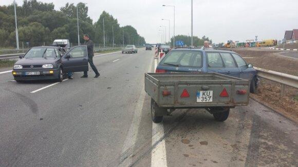 Prie Elektrėnų susidūrus dviem automobiliams, keturi žmonės išvežti į ligoninę