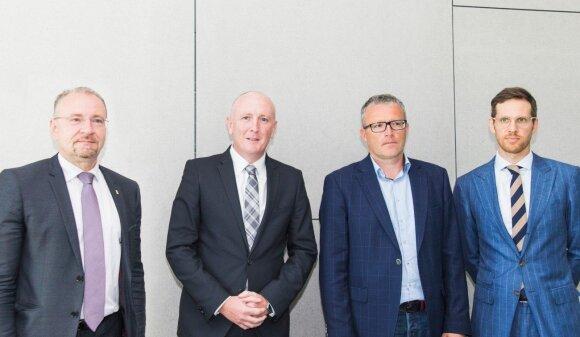 Iš kairės LAG vadovas Saulius Galadauskas Australijos Aplinkos ministras Stephenas Dawsonas USAD vadovas Gintaras Varnas LPIA vykdantysis direktorius Laurynas Vilimas