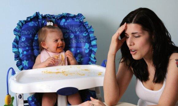 vaikas, kūdikis, mergaitė, mama, valgis, depresija, verksmas, ašaros, liūdesys
