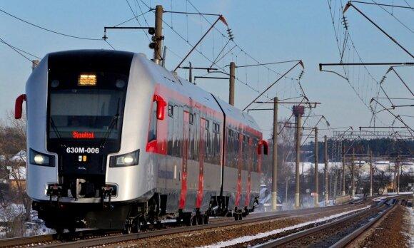 """Kelia klausimus dėl permainų """"Lietuvos geležinkeliuose"""": darbo neteko tūkstančiai"""