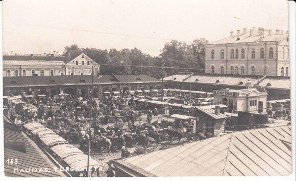 Turgus dabartinėje Steigiamojo Seimo aikštėje // Kolekcininko Jono Palio archyvas