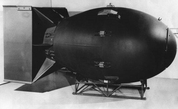 Kodėl nusprendžiama kurti branduolinius ginklus? Tai daug pigiau negu išlaikyti tūkstantines armijas.