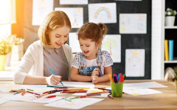 Psichologė: kodėl negerai nei nuolat vaiką peikti, nei perdėtai girti
