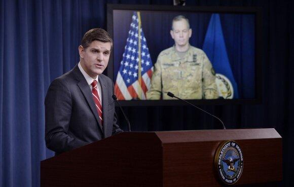 Pentagono atstovas Peteris Cookas