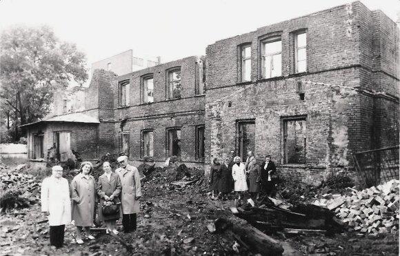 B. Oginskio muzikos mokyklos Rietave griuvėsiai 1985 m.