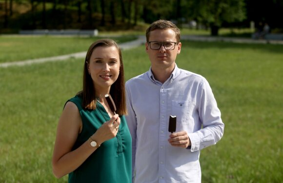 """UAB """"Vikeda"""" generalinis direktorius Algirdas Gauronskis ir šeimos gydytoja Alma Astafjeva (Algimanto Barzdžiaus nuotr.)"""