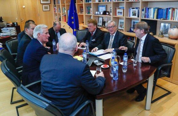 Guy Verhofstadtas, Michelis Barnier, Jeanas Claude'as Junckeris