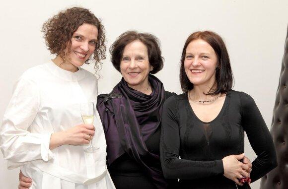 """Galerijos """"Vartai"""" įkūrėja Nida Rutkienė (viduryje) su partnerėmis Laura Rutkute ir Agne Savarauskiene"""