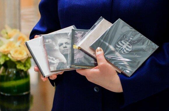 Dalia Grybauskaitė Indonezijos prezidentui dovanojo lietuviškos muzikos