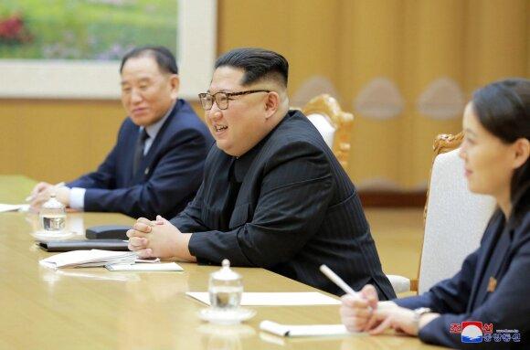 Kim Jong Unas ir Seulo pasiuntiniai